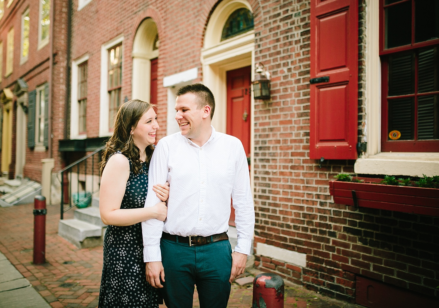 lizandbrandon_oldcity_philadelphia_elfrethsalley_engagement_session_image003.jpg