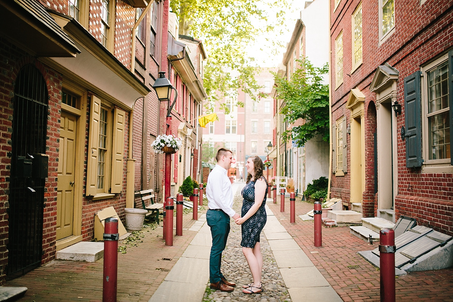 lizandbrandon_oldcity_philadelphia_elfrethsalley_engagement_session_image005.jpg