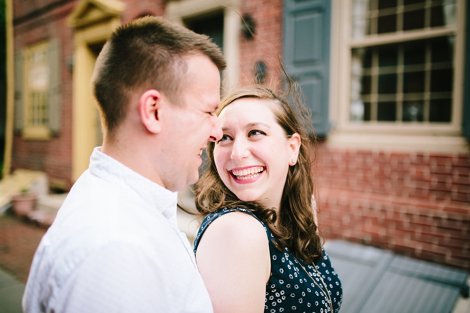 lizandbrandon_oldcity_philadelphia_elfrethsalley_engagement_session_image007.jpg