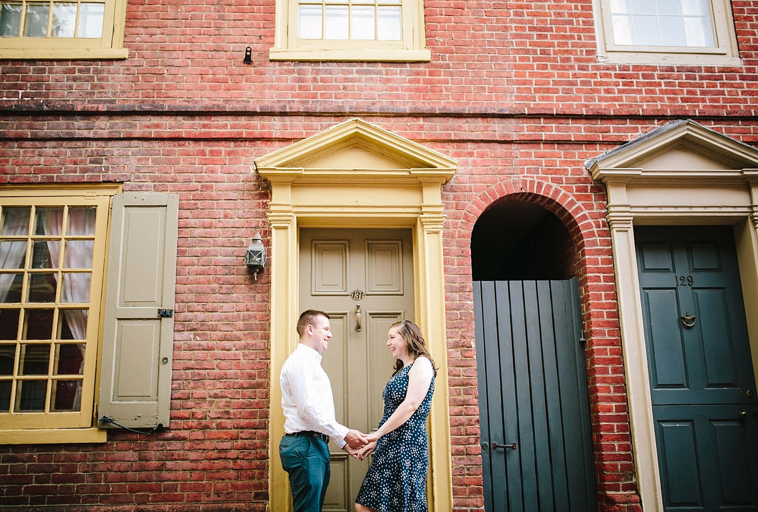 lizandbrandon_oldcity_philadelphia_elfrethsalley_engagement_session_image009.jpg