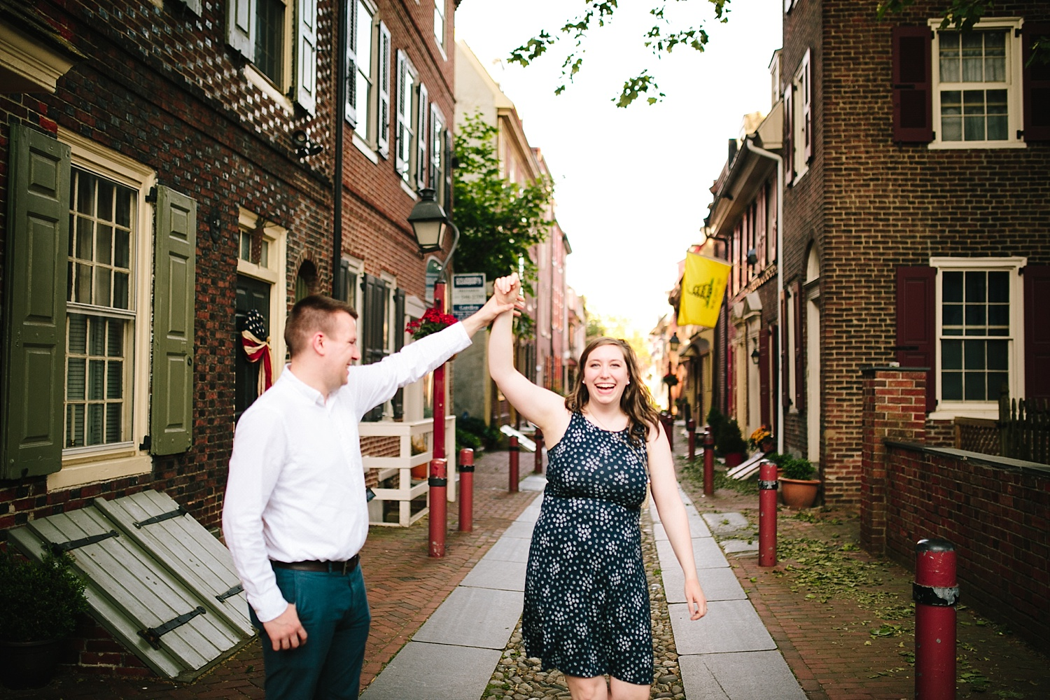 lizandbrandon_oldcity_philadelphia_elfrethsalley_engagement_session_image011.jpg