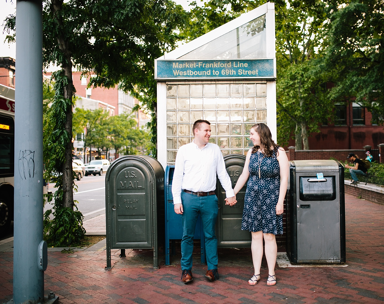 lizandbrandon_oldcity_philadelphia_elfrethsalley_engagement_session_image025.jpg
