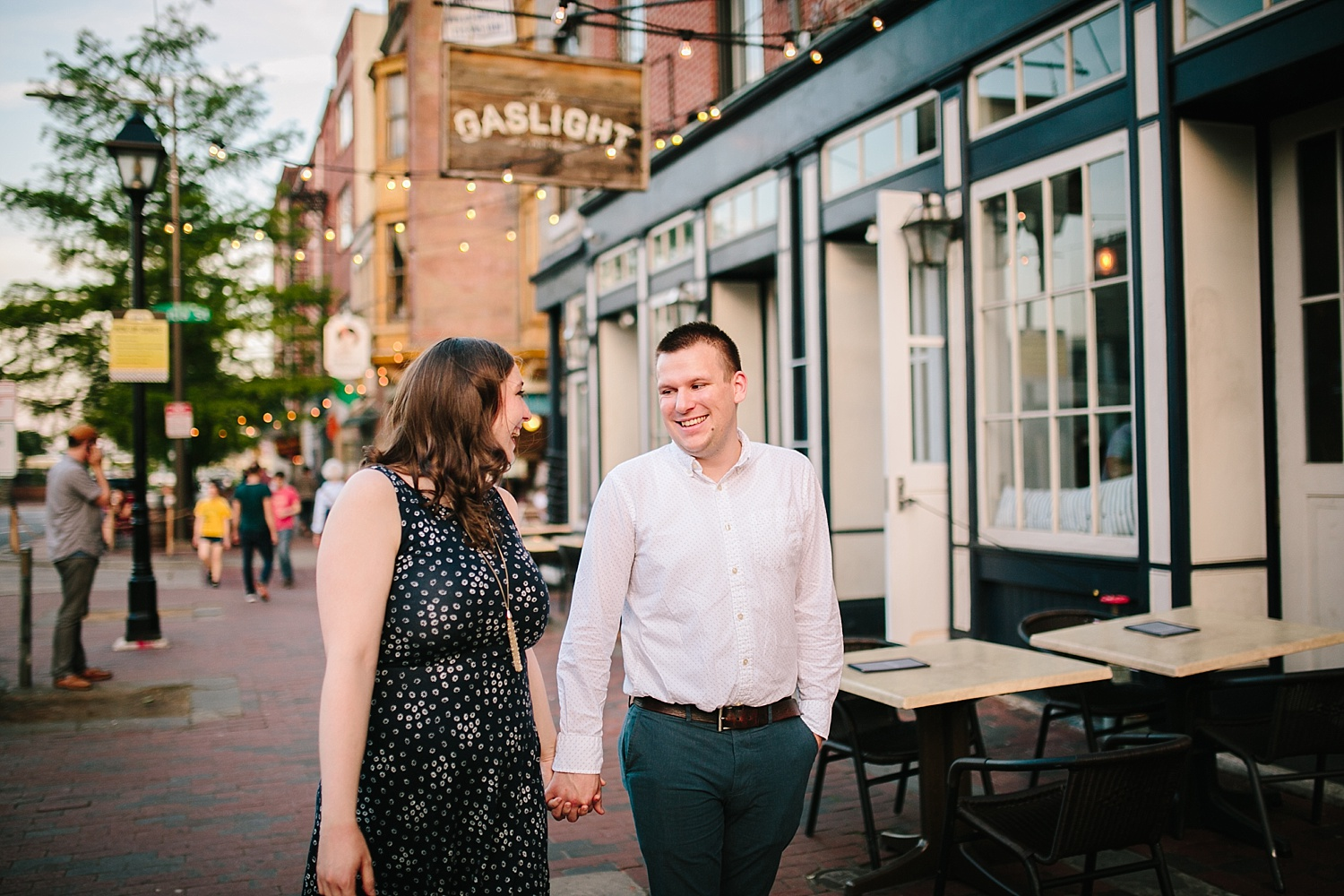 lizandbrandon_oldcity_philadelphia_elfrethsalley_engagement_session_image028.jpg