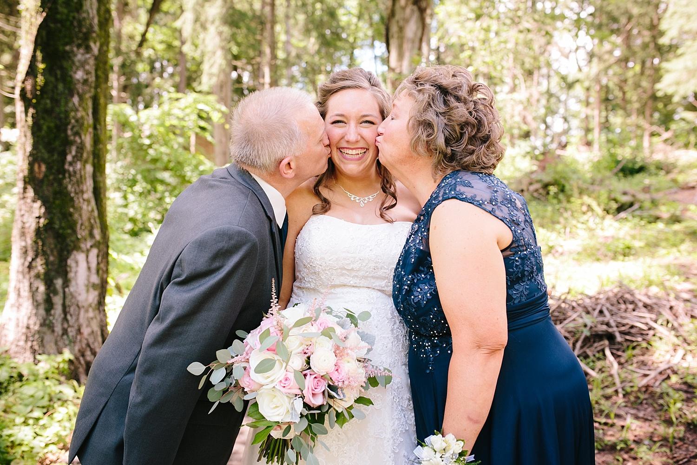lizbrandon_rosebankwinery_newtown_summer_wedding_image_035.jpg