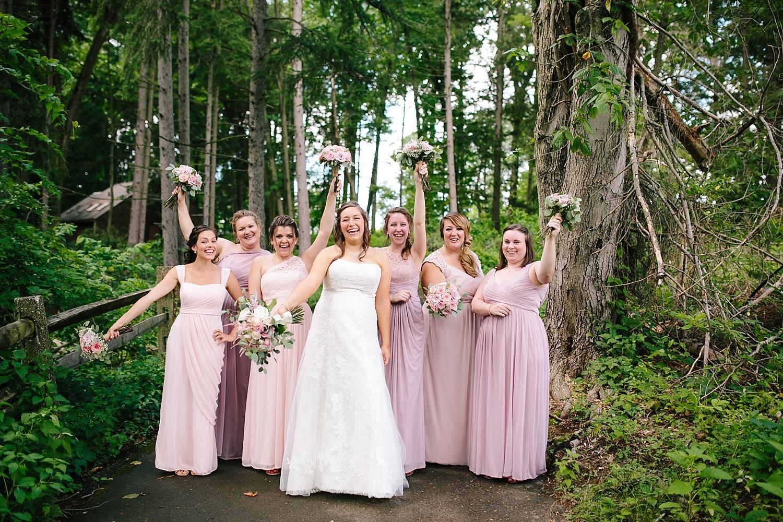 lizbrandon_rosebankwinery_newtown_summer_wedding_image_041.jpg