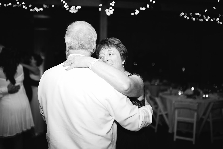 lizbrandon_rosebankwinery_newtown_summer_wedding_image_125.jpg