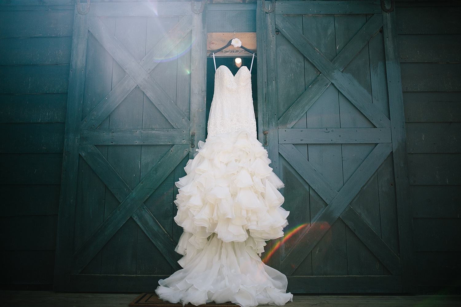 jennyryan_newbeginnings_farmstead_upstatenewyork_wedding_image015.jpg