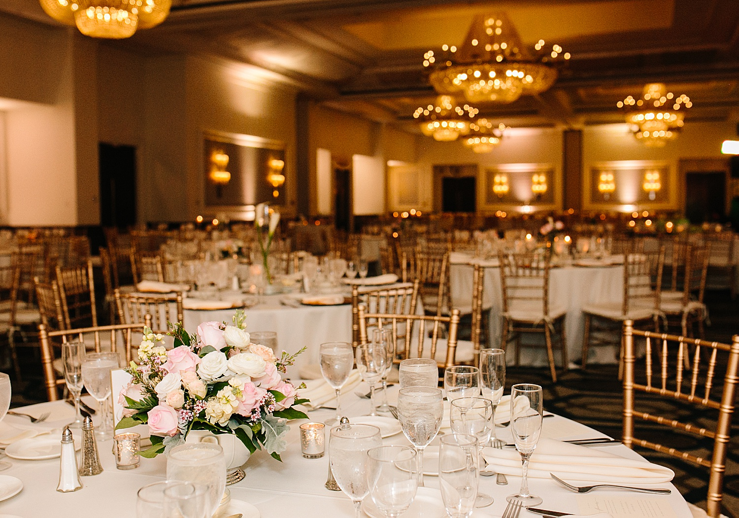 courtneyryan_sheraton_societyhill_philadelphia_merchantsexchange_wedding_image086.jpg