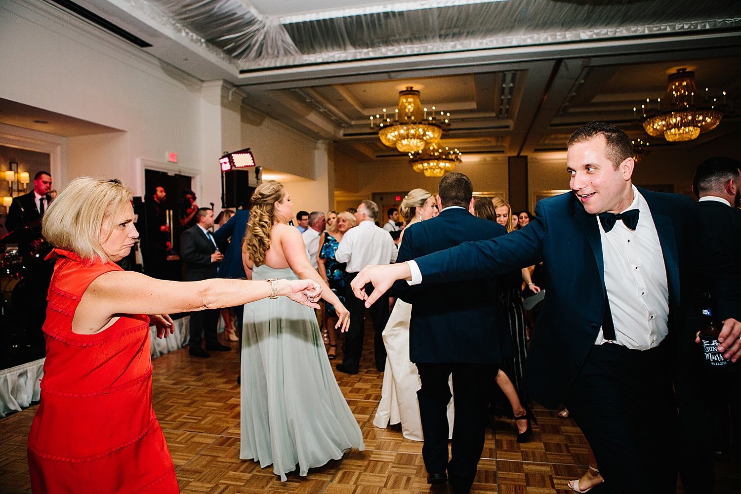 courtneyryan_sheraton_societyhill_philadelphia_merchantsexchange_wedding_image101.jpg