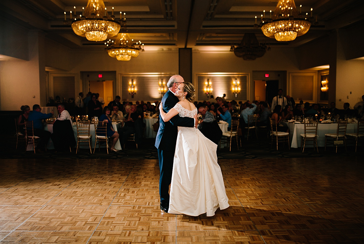 courtneyryan_sheraton_societyhill_philadelphia_merchantsexchange_wedding_image109.jpg