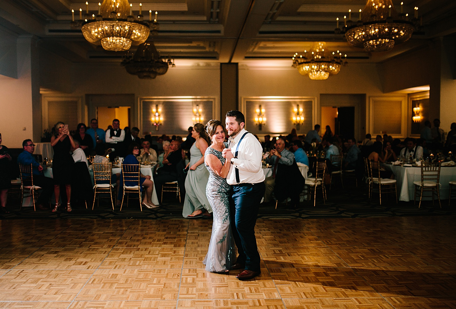 courtneyryan_sheraton_societyhill_philadelphia_merchantsexchange_wedding_image112.jpg