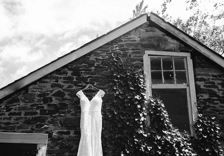 emilyaustin_rosebank_winery_newhope_farm_wedding_image009.jpg