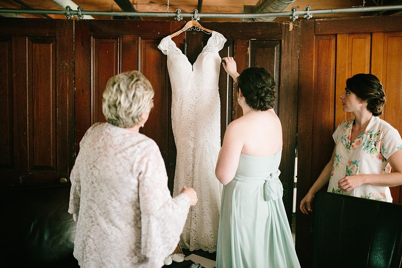 emilyaustin_rosebank_winery_newhope_farm_wedding_image011.jpg