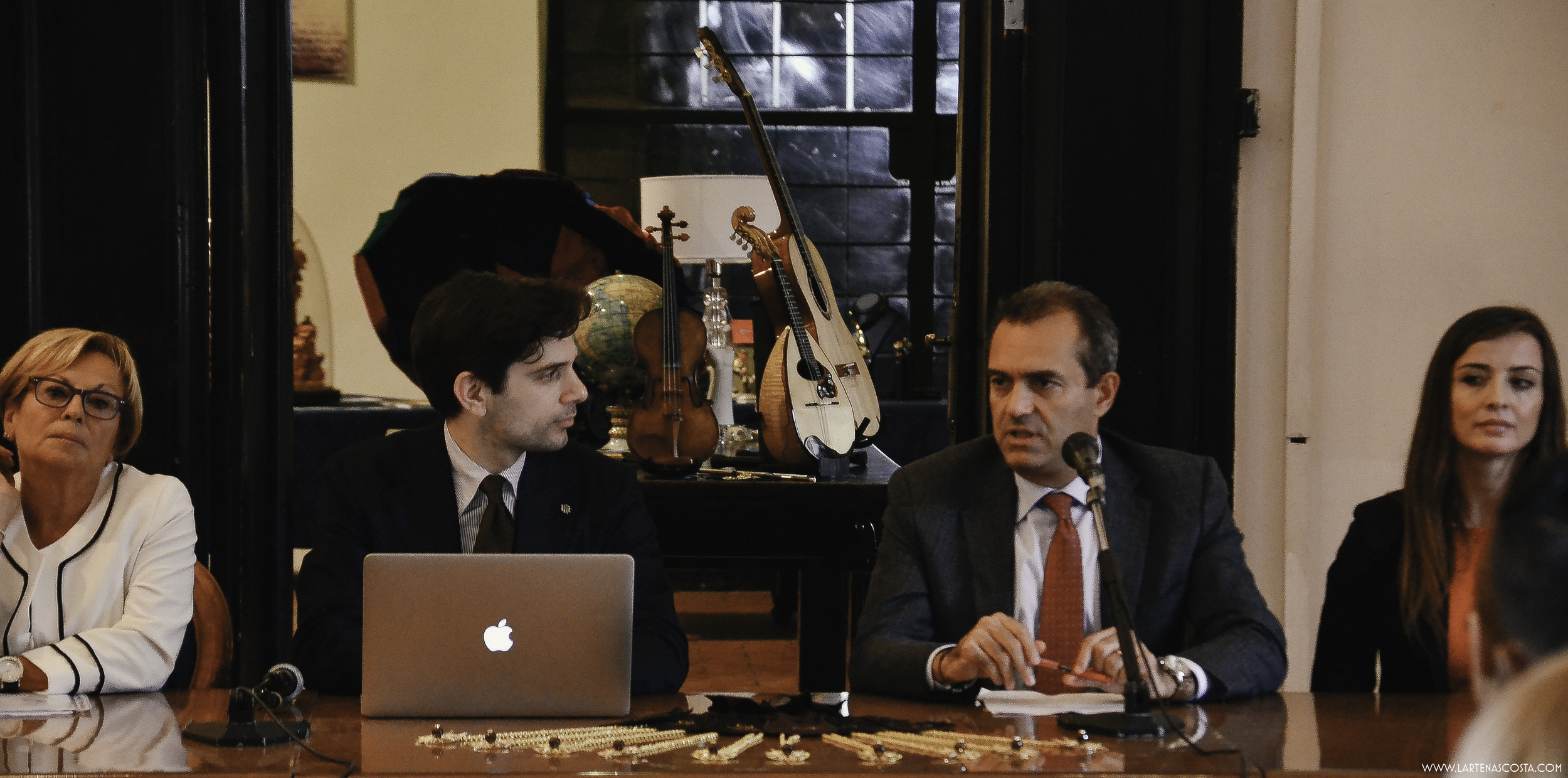 All those things led up to this moment:L'Arte Nascosta's inaugural event - when we collaborated with the Mayor of Naples to honor 10 Neapolitan artisans for their mastery o artisanal crafts.