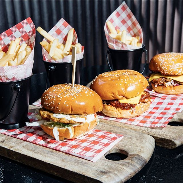 Park me up in front of these please! 🍔🍟🍔🍟 #burgerlover #burgertrio #allthreeplease #banktavernkogarah #banktavern #banktav #kogarah #stgeorge #sydneypubs #sydneyeats #sydneyfoodie #delicious #yummy