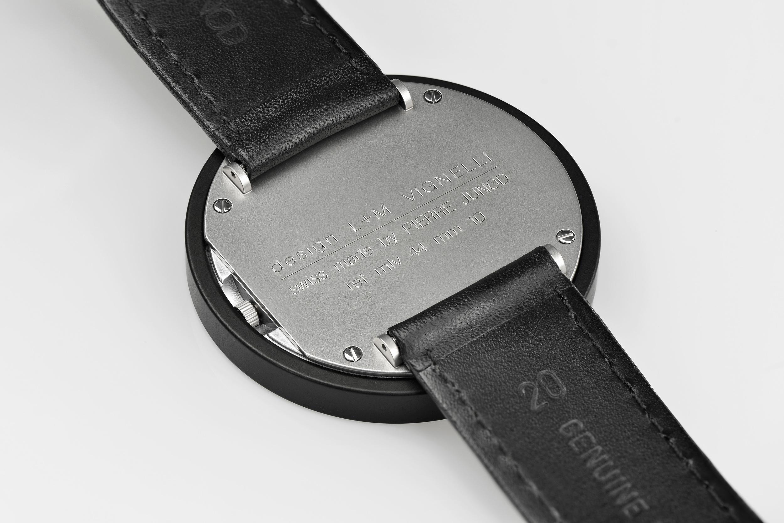 Junod-Vignelli 44mm blk ring back.jpg