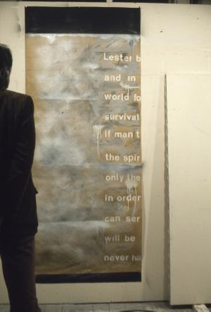 """En contemplation devant """"Time-Screen - Thought-Space"""", Studio de la rue St Paul, circa 1975"""