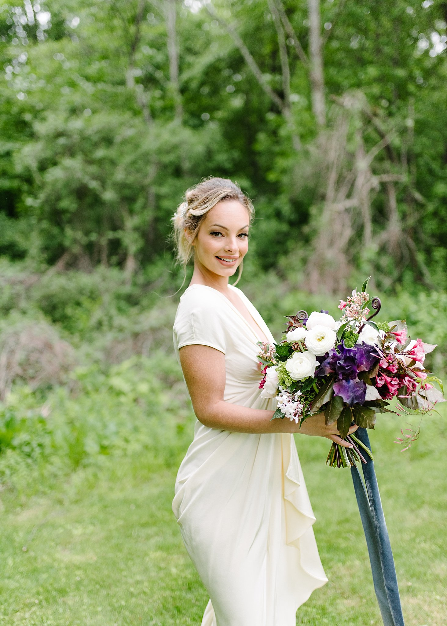 bride tossing the bouquet in new england.jpg
