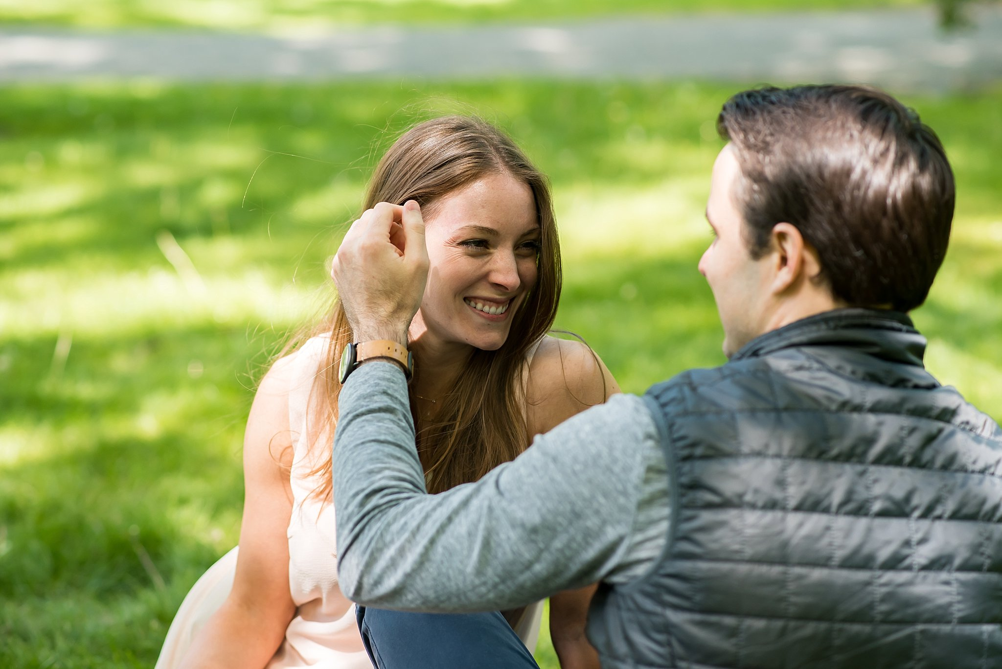 Picnic engagement session in Larz Anderson Park