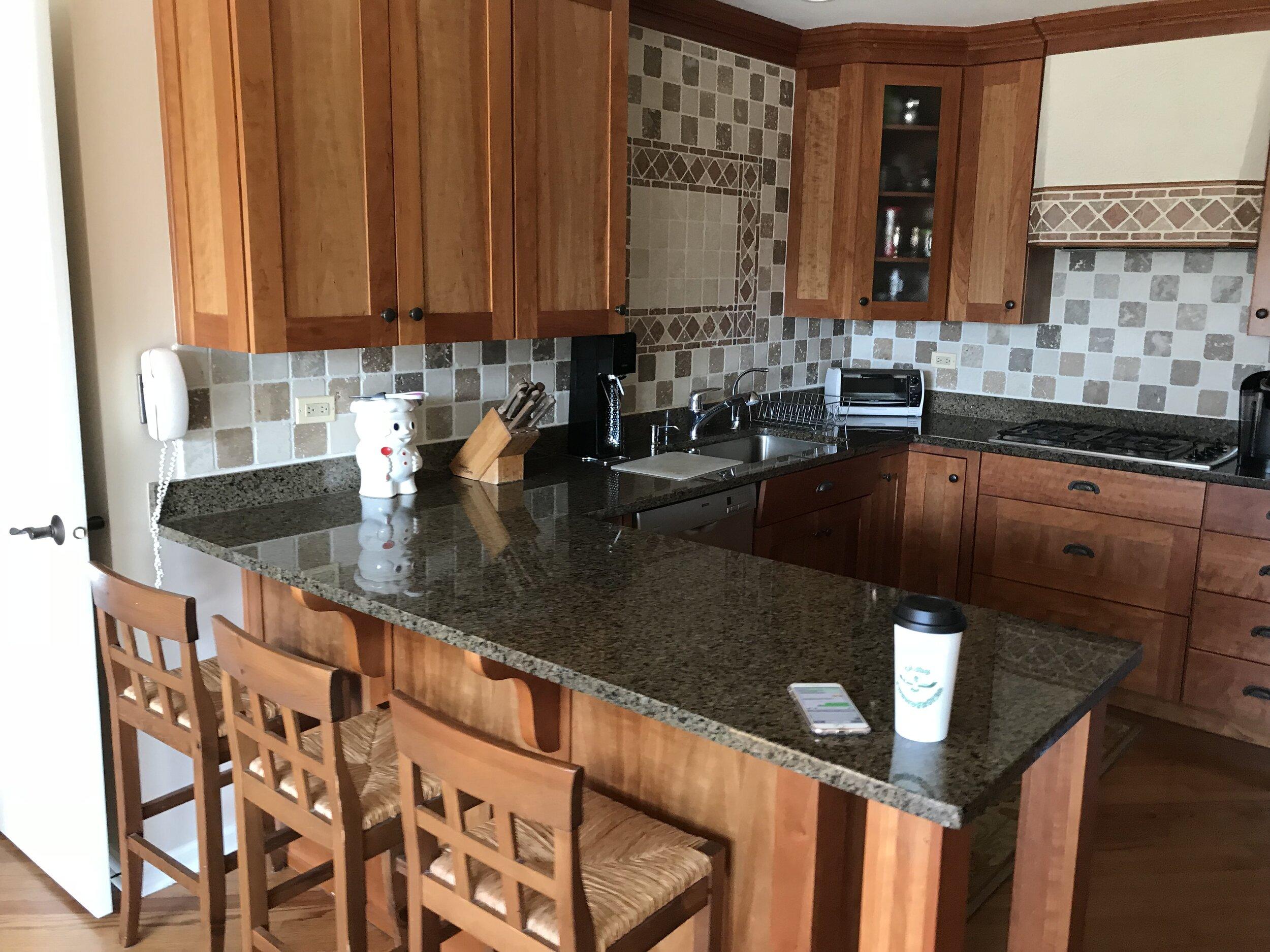 Custom Wood Shaker Kitchen Cabinets