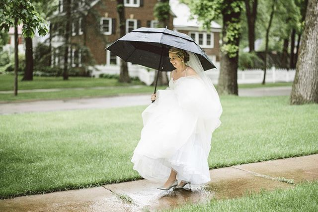 Rain or shine, Summit Avenue is the most beautiful neighborhood in Saint Paul . . . . 📸: @lucasbotz_weddings