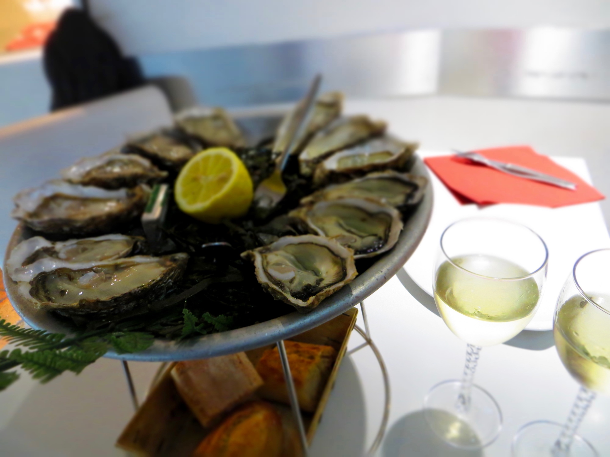 Oysters, beautifully presented, at a Parisian oyster bar. Image by Ben Ford for Down to Shuck.