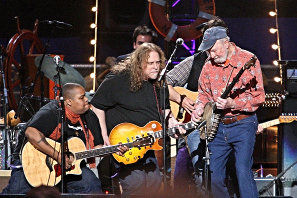 Toshi, Warren Haynes and Pete Seeger perform in the Clearwater Benefit Concert. Photo: Bryan Bedder/Getty Images.
