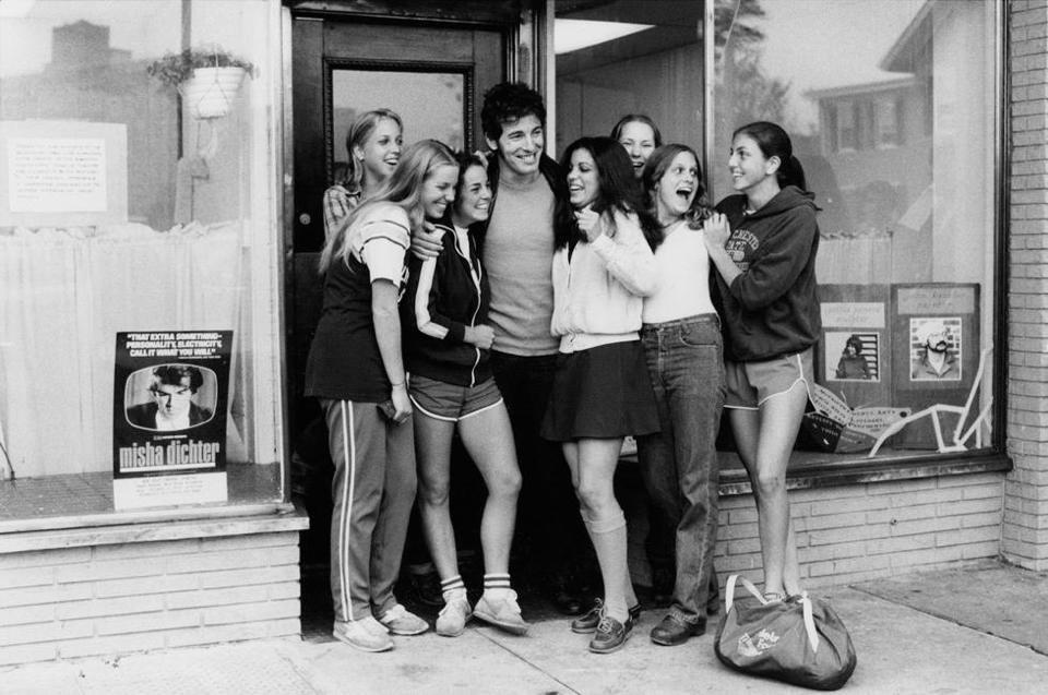 Bruce Springsteen and the Girls, Red Bank, NJ, 1979  © David Gahr