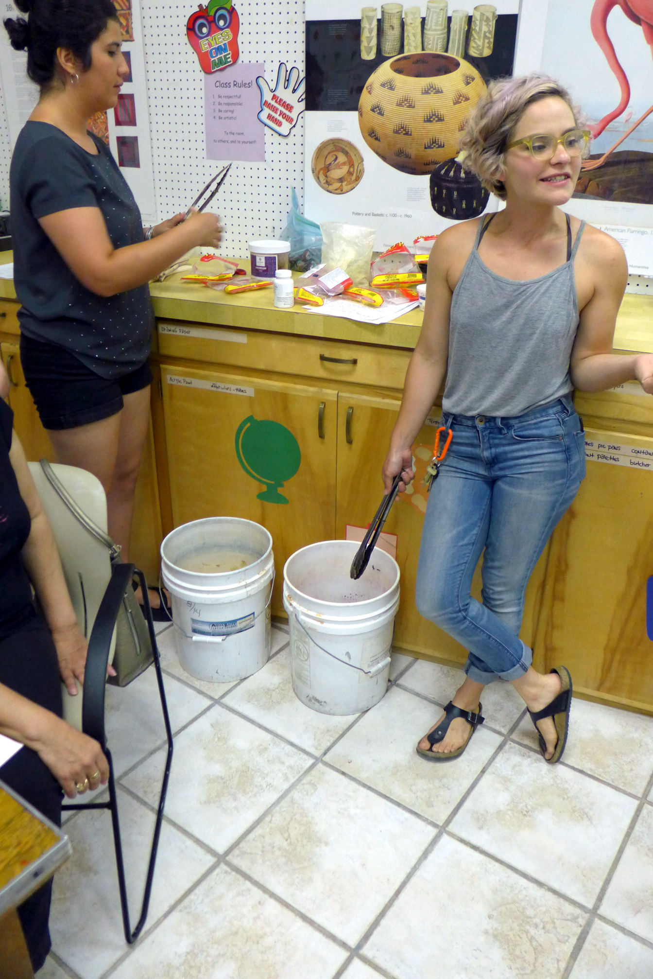 5_Analise & Sarita prepare dye baths.jpg