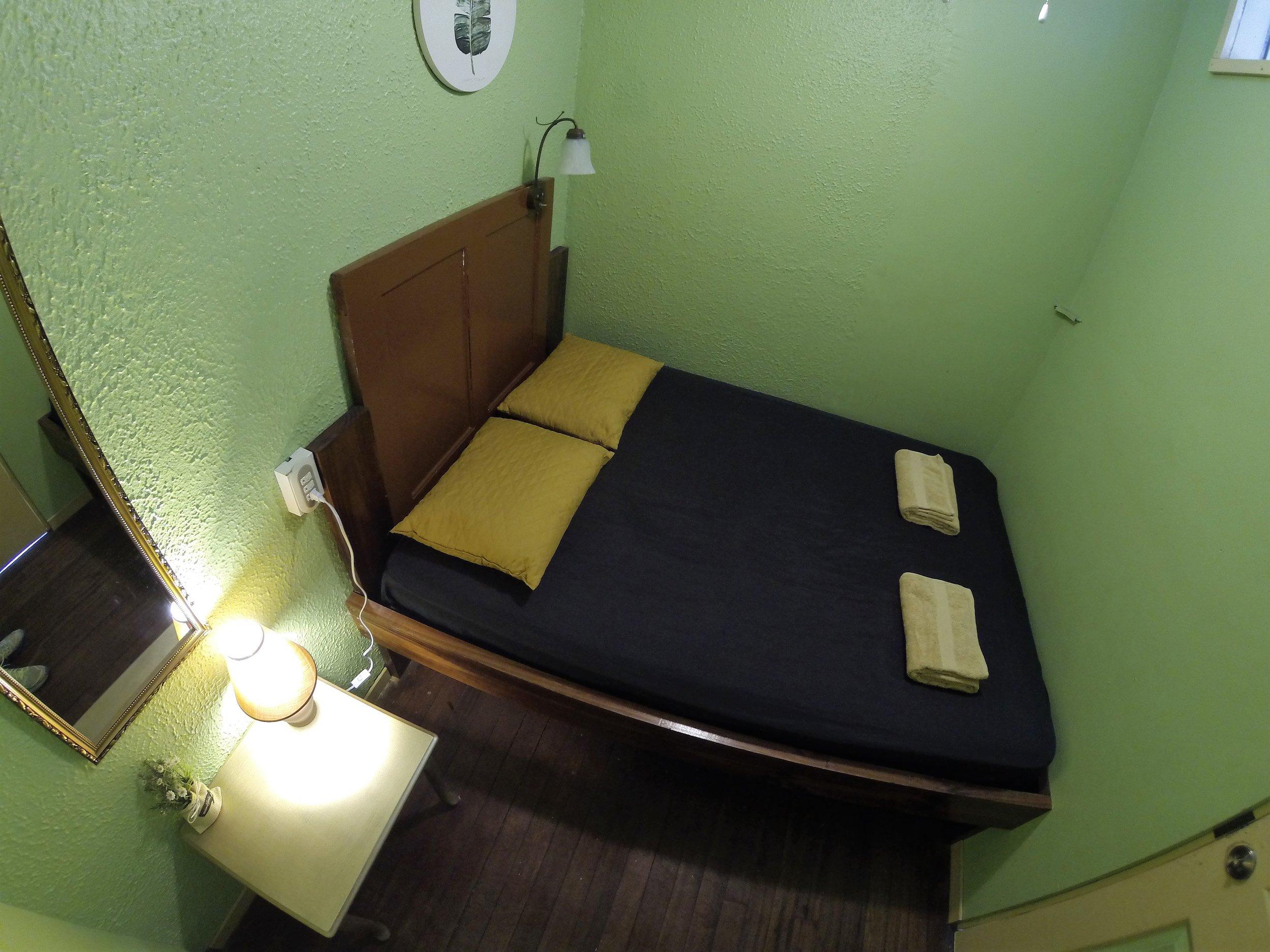FULL ROOM
