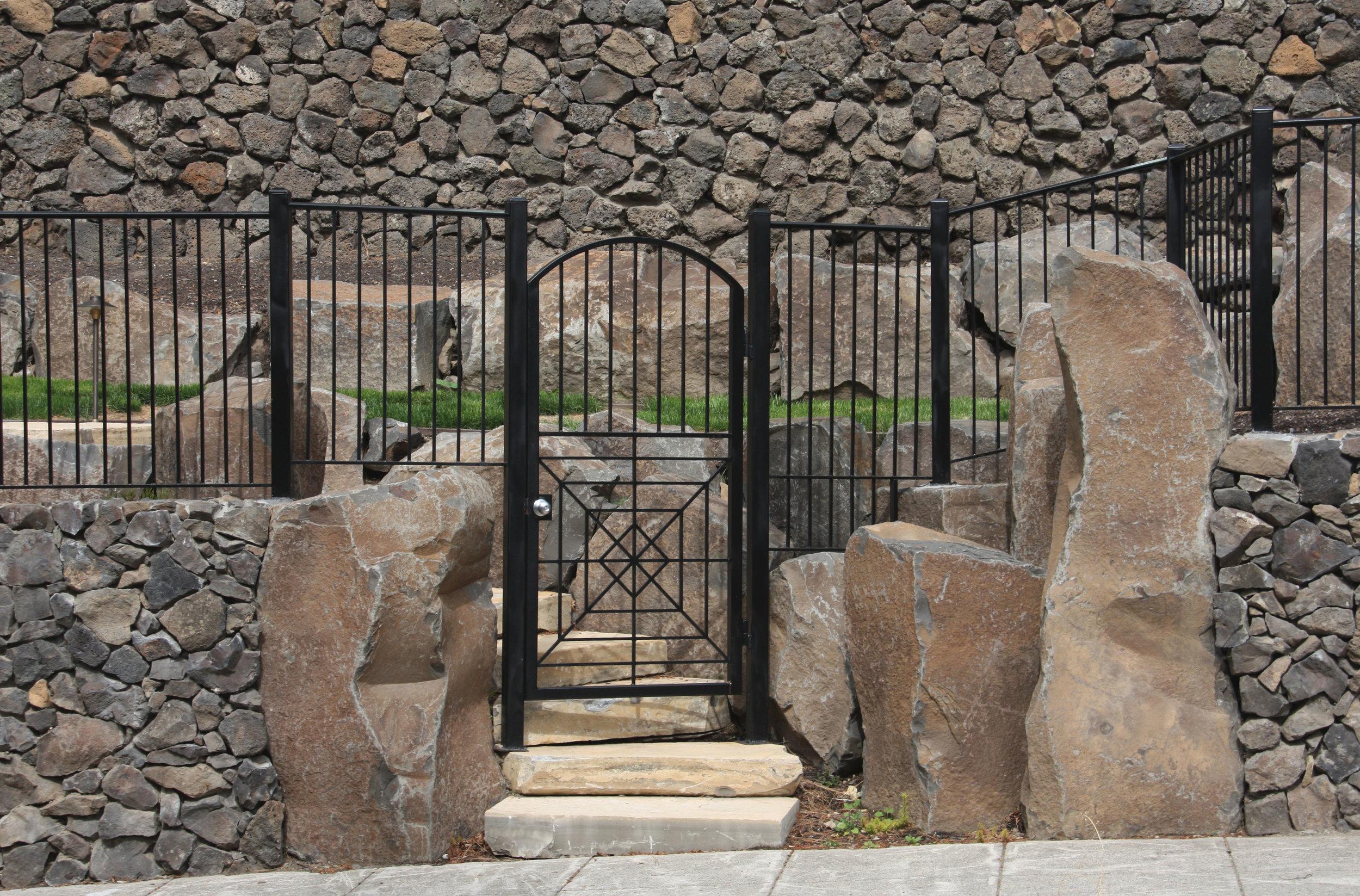 basalt-columns-1.JPG