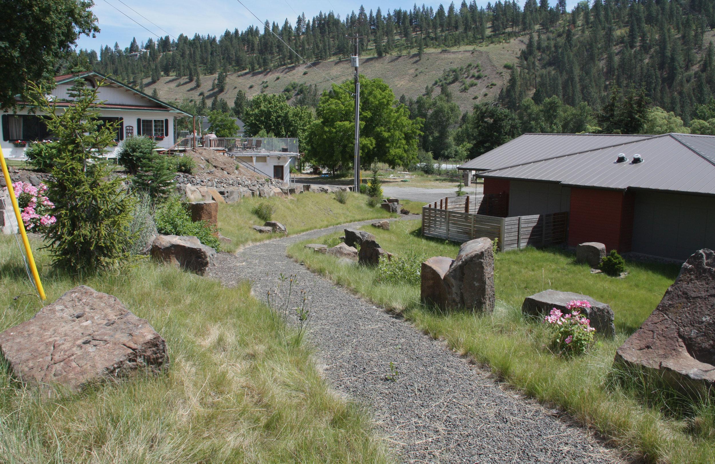 basalt-outcrops-gravel-path.JPG