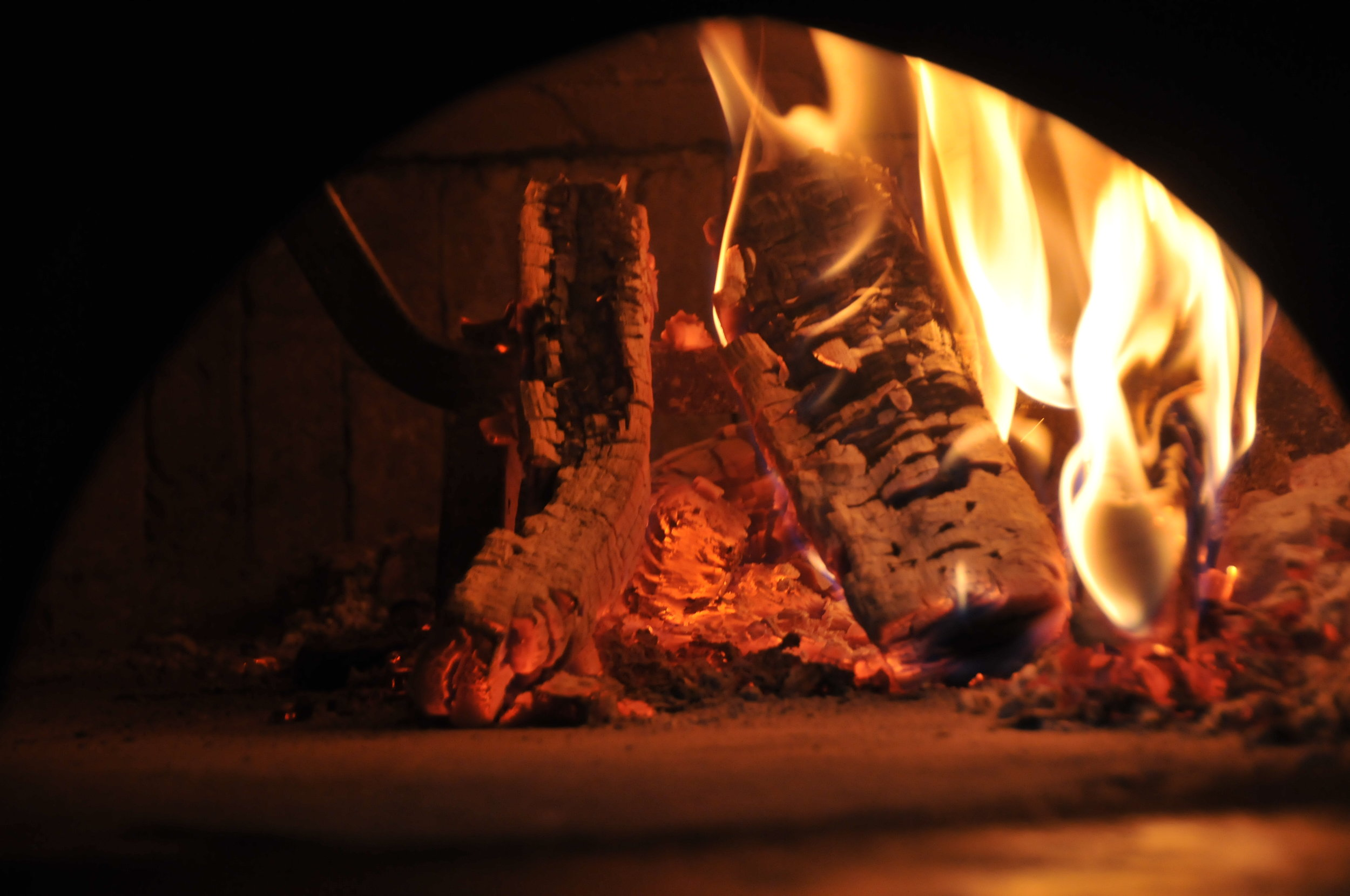 Pizzas are cooked in 60 seconds in Wood-Fired oven according to strict Italian tradition.