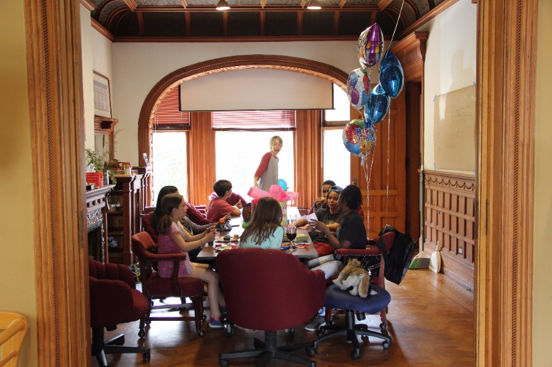 Cupcake decorating on Nia's birthday 🎂