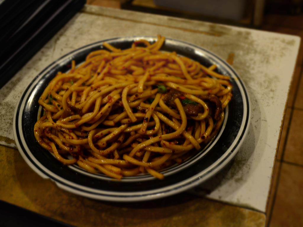 Hot Beef Chow Mein  香辣牛炒面  - beef and thick wheat noodles, stir-fried with garlic, green onion, cilantro