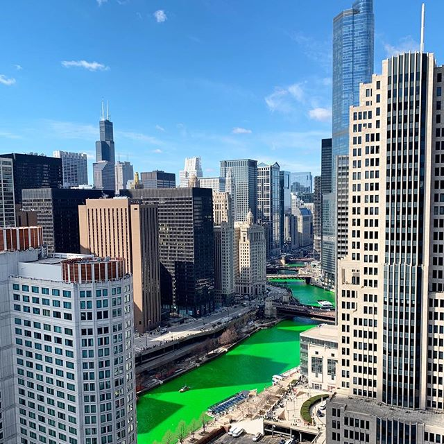 This city 💚😎 #stpaddysday #finallysomesunshine #readyforspring