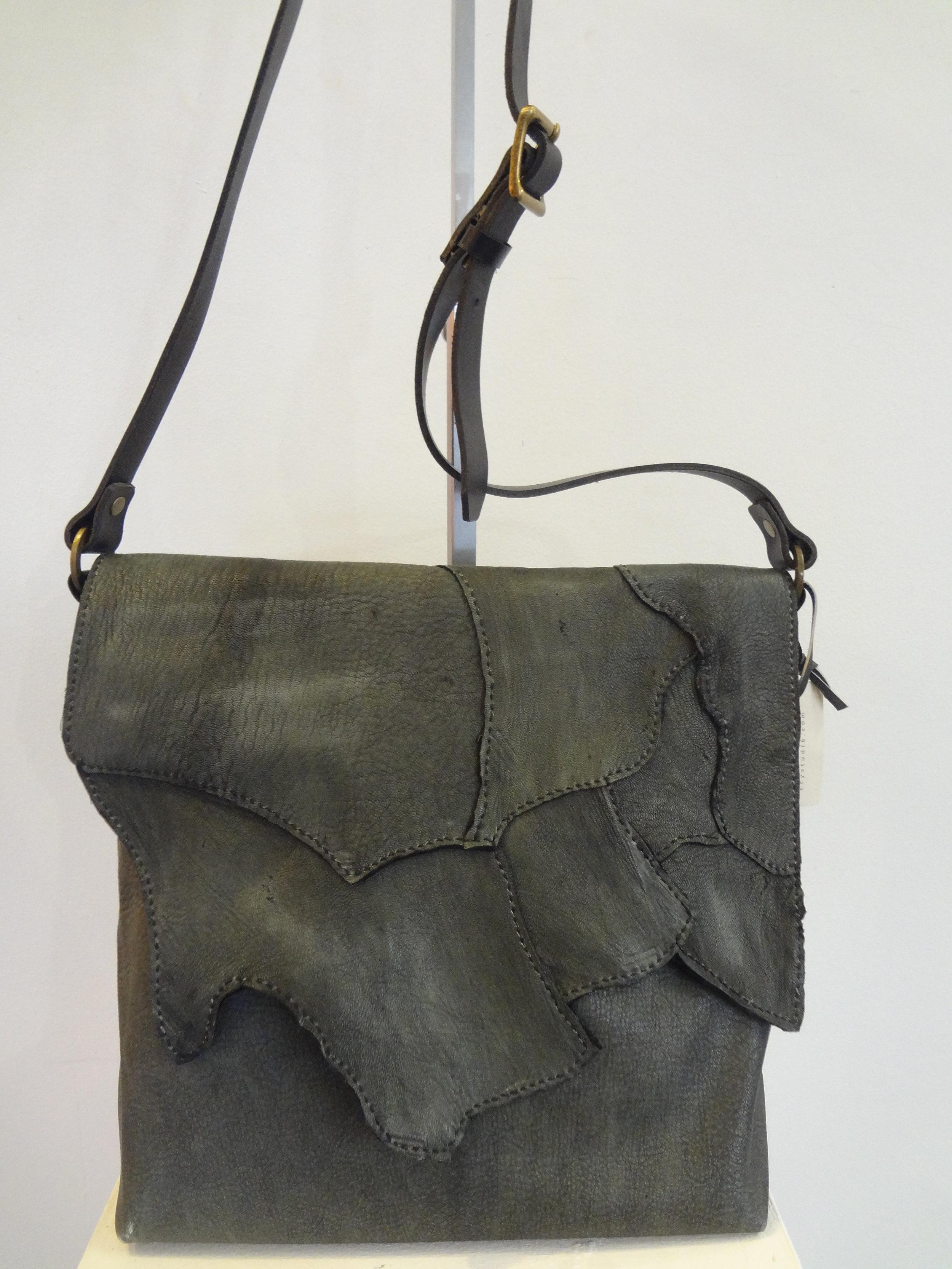 DSC01236.JPG Showder Bag.JPG