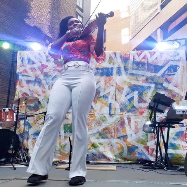 𝐼 𝒶𝓂 𝓁𝒾𝑔𝒽𝓉 𝐼 𝒶𝓂 𝓅𝓇𝑒𝓈𝑒𝓃𝓉 𝐼 𝒹𝑜 feel  #chicagoviolinist #empirefox #blackgirlsrock #nbatv 📷: @kikicamille
