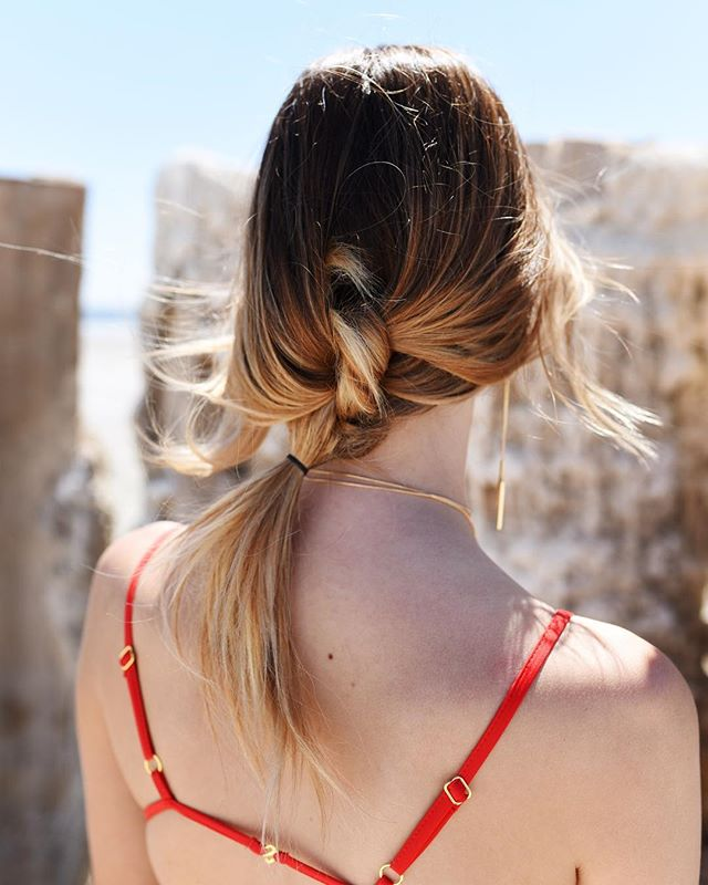 Loose knotted braid! Learn to do this braid by clicking the link in bio ❤️