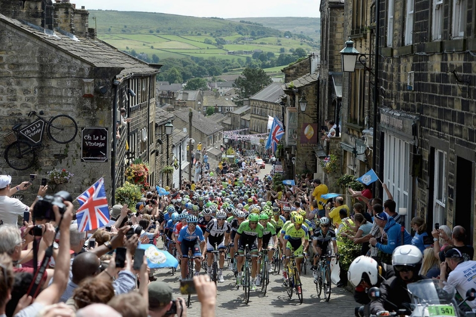 The 2015 Tour de France Grand Depart from Yorkshire. Eeh by gum !