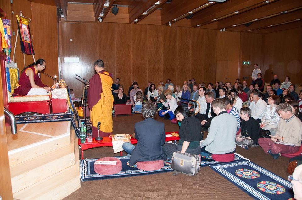 ratna-vajra-rinpoche-london-initiation.jpg