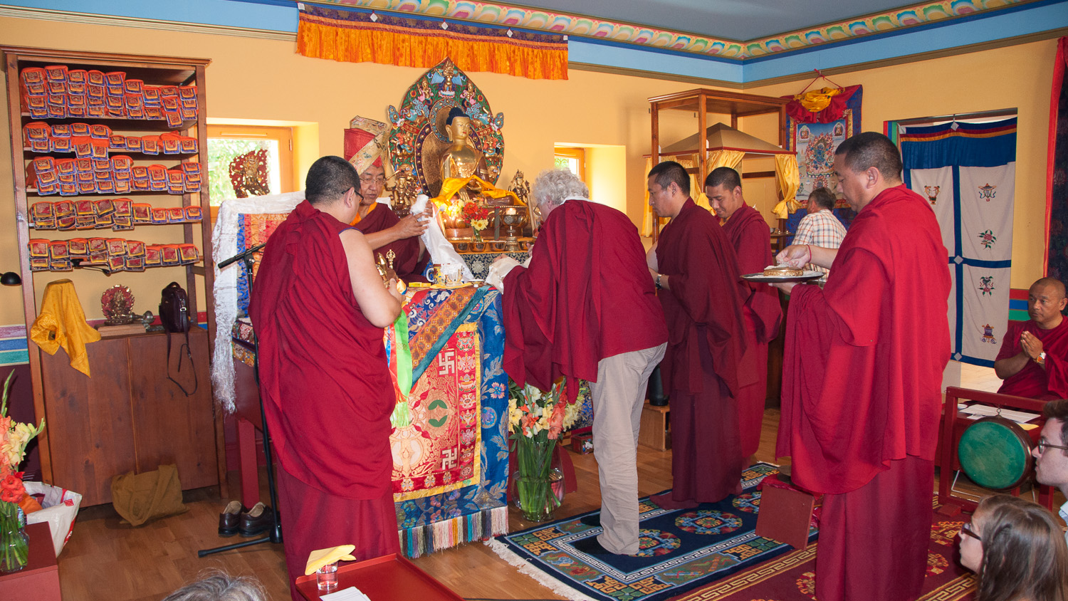 sakya-changlochen-ling-offering-to-hh.jpg