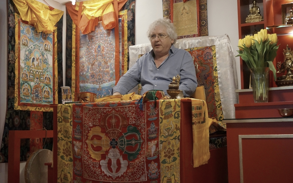 Lama Jampa teaching the Sakya Mind Training teachings, Parting From the Four Attachments, in Stuttgart