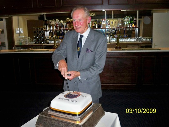 REUNION 2009: Cake Cutting Ceremony