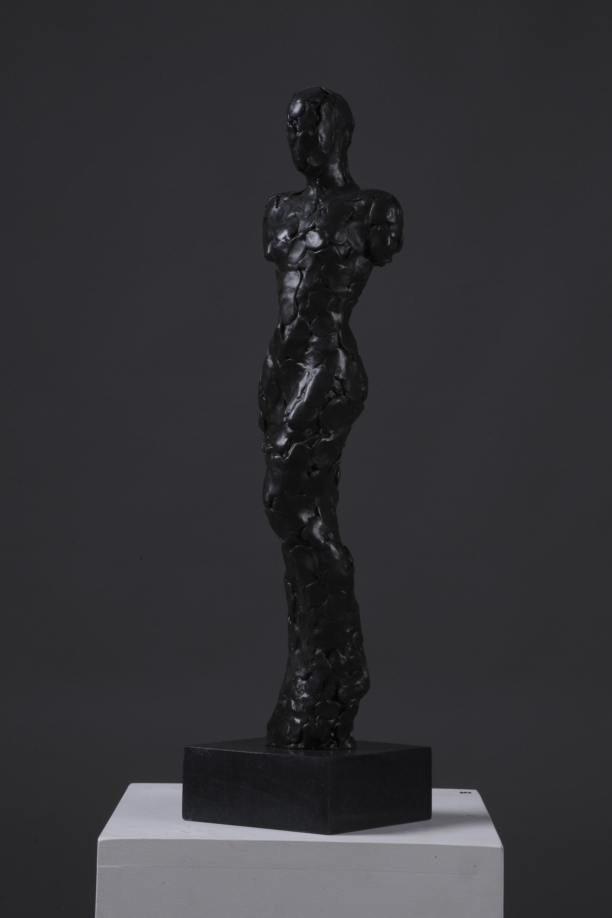 Unnvikende, 2014   62 x 15 x 15 cm Bronse/diabas        37.000,-