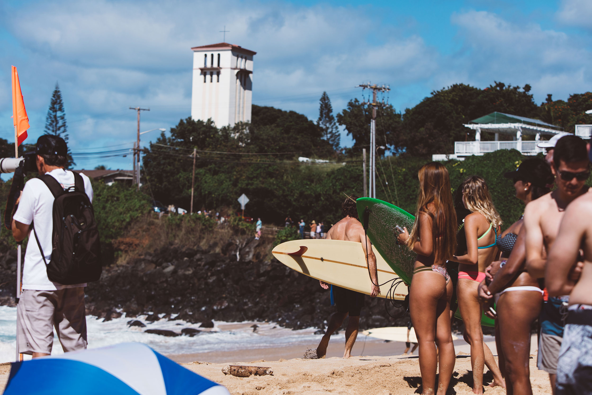 Waimea surfers and girls