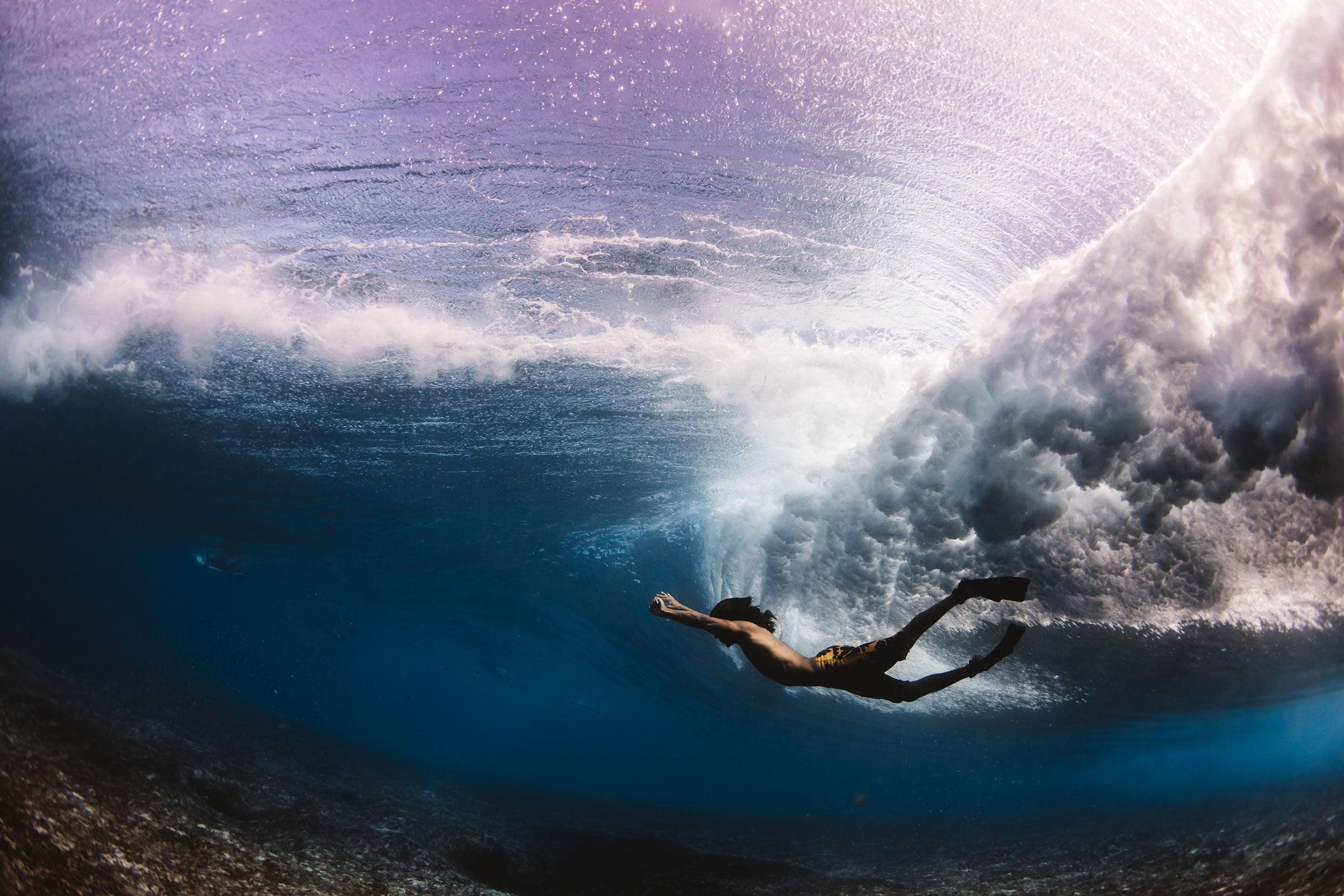 swimming under pipeline