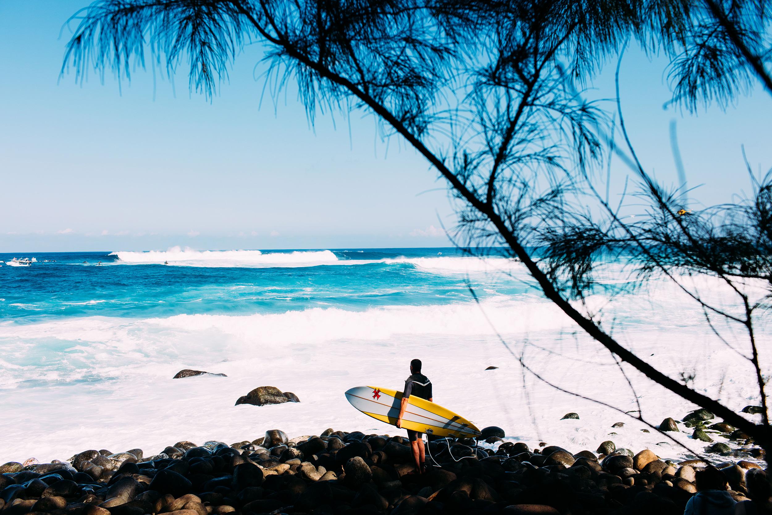 surfer maui jaws