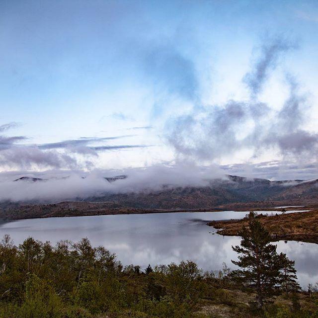Bilde tatt fra hytta noen helger tilbake! #canon #nature #norwegianmountains #clouds #botnavatnet #cabin