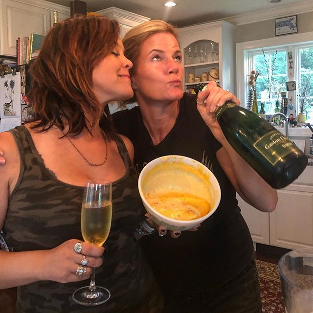 Friends who know you well break out the good stuff (and we don't just mean the #champagne ) #ChampsAndQueso @settiedixon @lindsaylawlermusic #Queso #cliquot